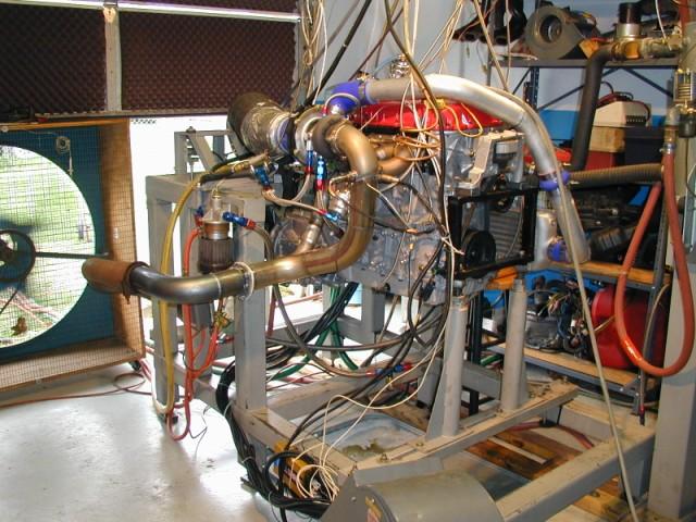 Engine on Dyno (640 x 480).jpg