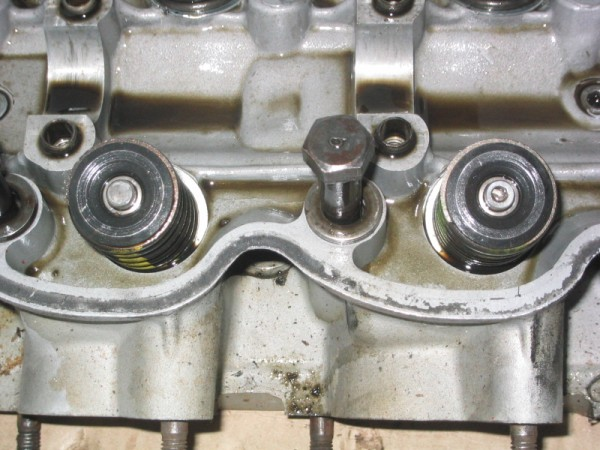 left-good-valve-right-worn-valve.jpg